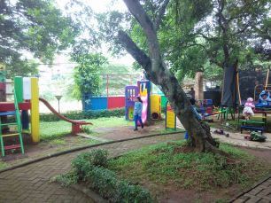 playground di halam belakang